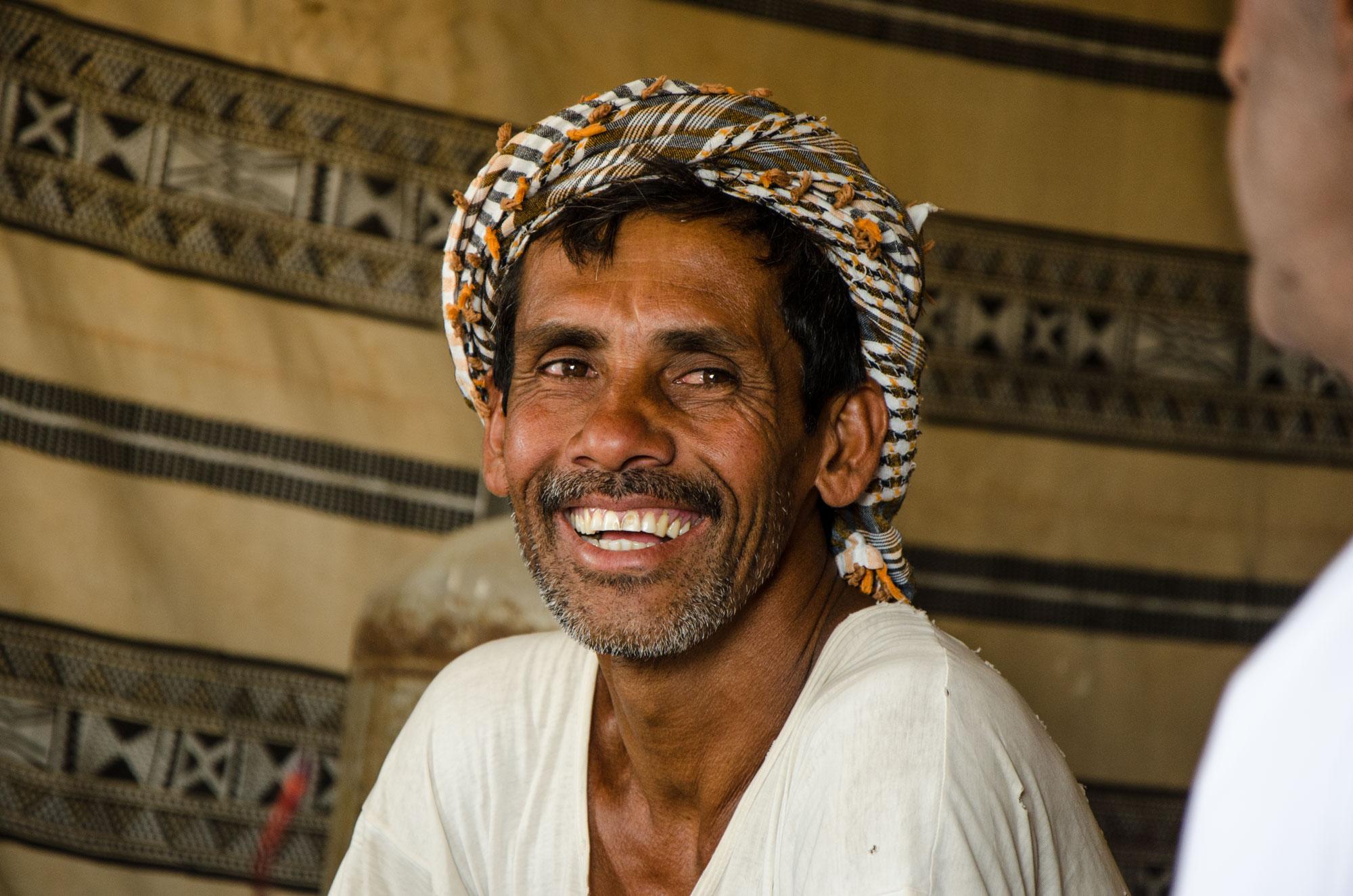 Shah Alam in seinem Beduinenzelt. Foto: Lothar Ruttner