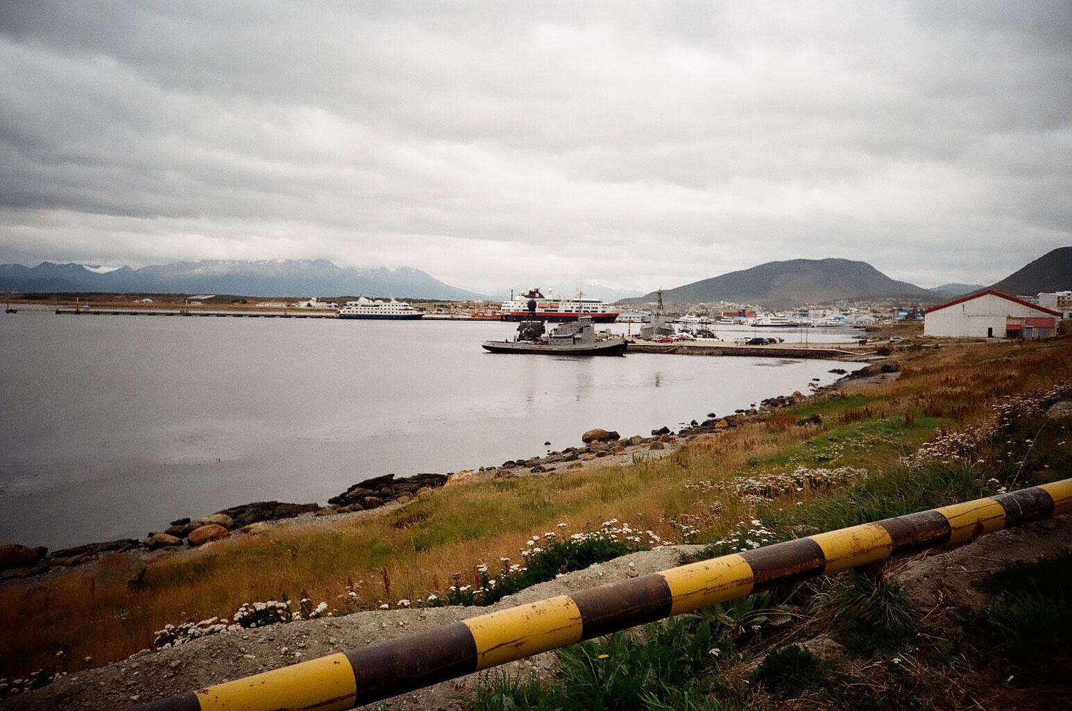 Fast jeden Tag landen Kreuzfahrtschiffe im Hafen von Ushuaia und bescheren der Tourismuswirtschaft ein Auskommen. Foto: Lothar Ruttner