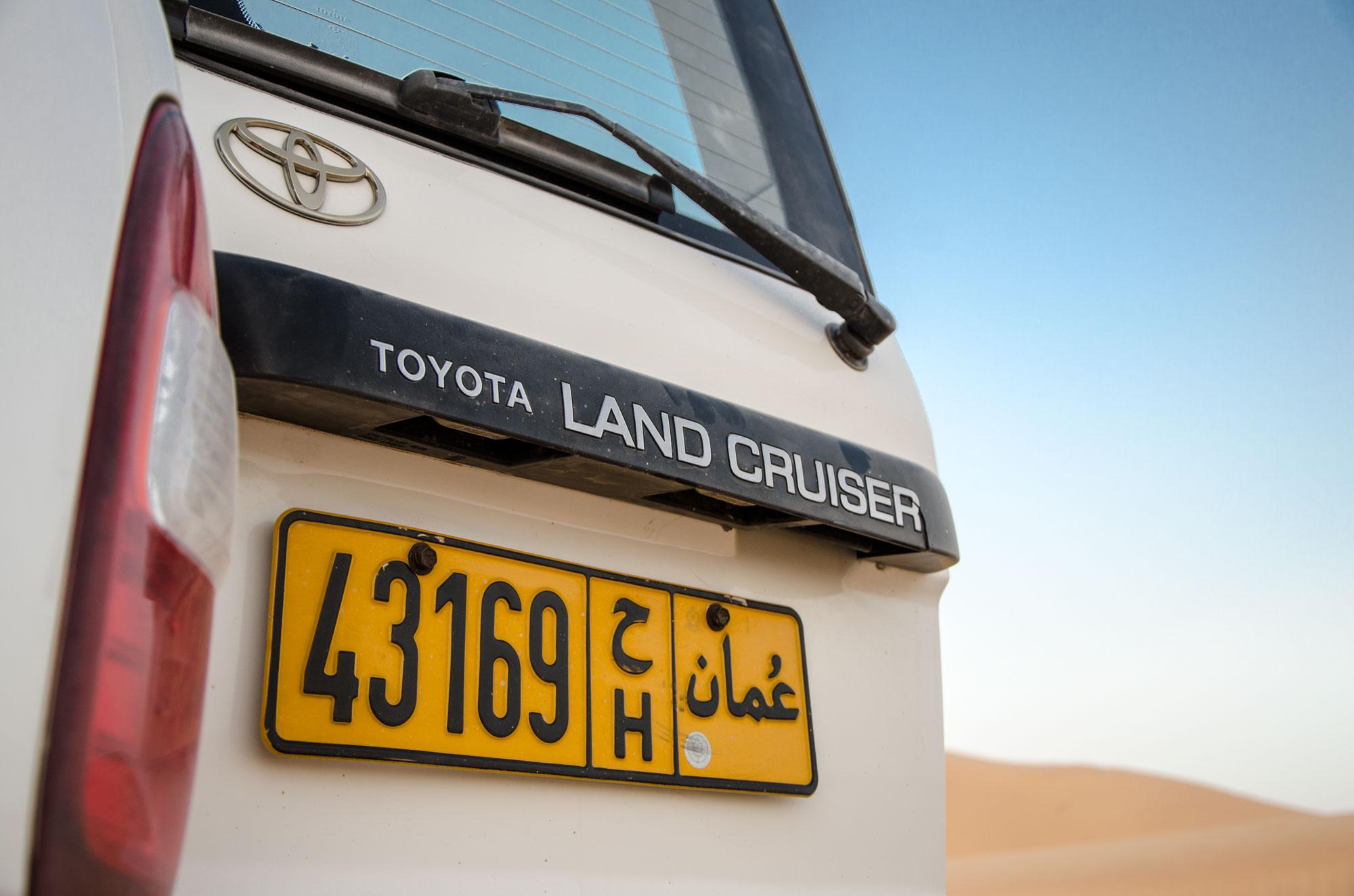 Die meisten Fahrzeuge in Oman, so auch jene, mit denen wir unterwegs sind, kommen aus Fernost. Foto: Lothar Ruttner