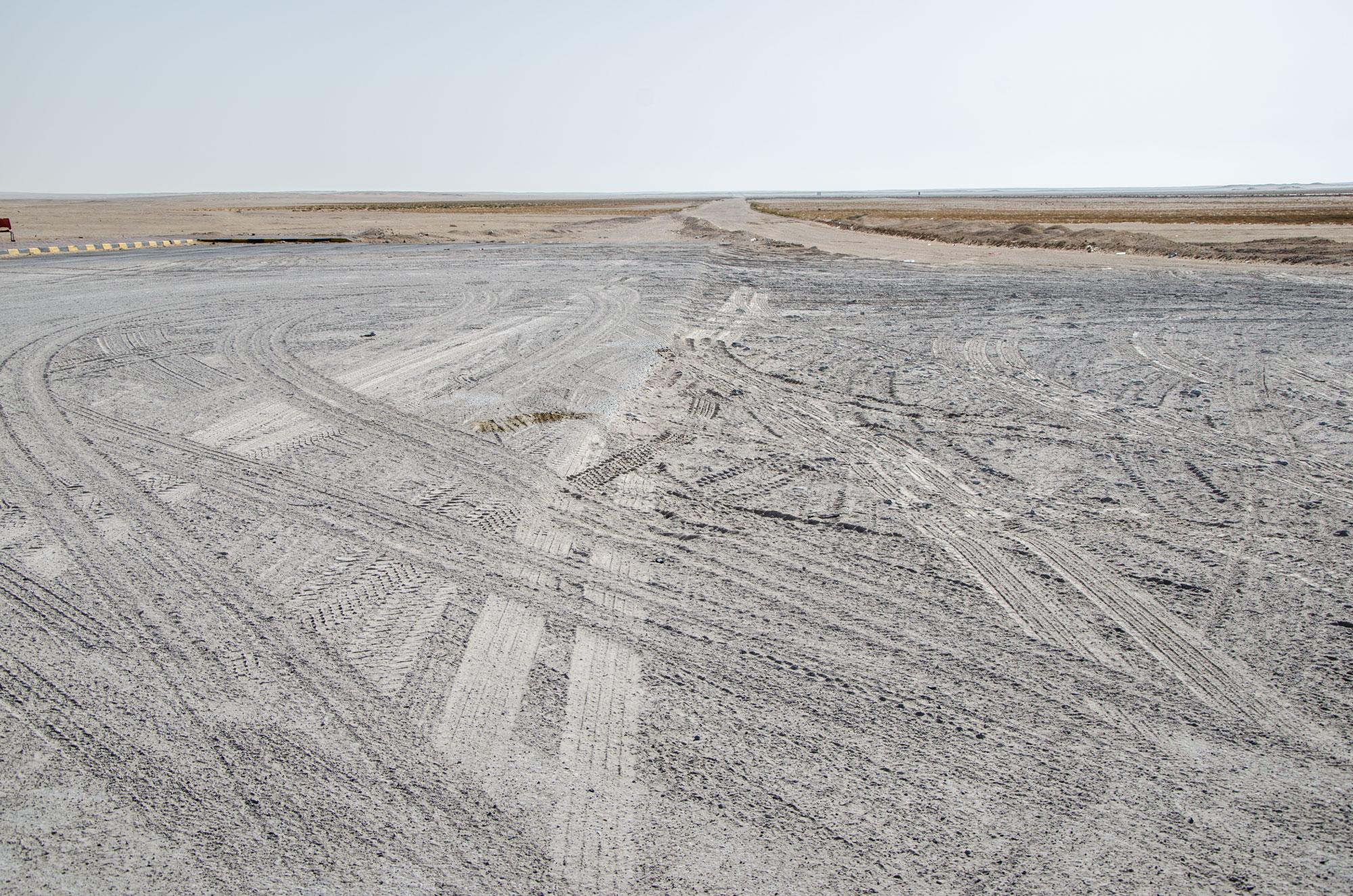 Das Ende der Wüstensafari: Vor uns liegen wieder hunderte Kilometer Straße. Foto: Lothar Ruttner