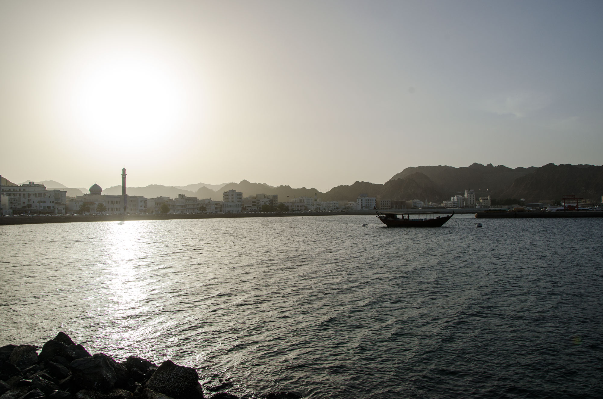Der Hafen von Mutrah in der Abendstimmung. Foto: Lothar Ruttner