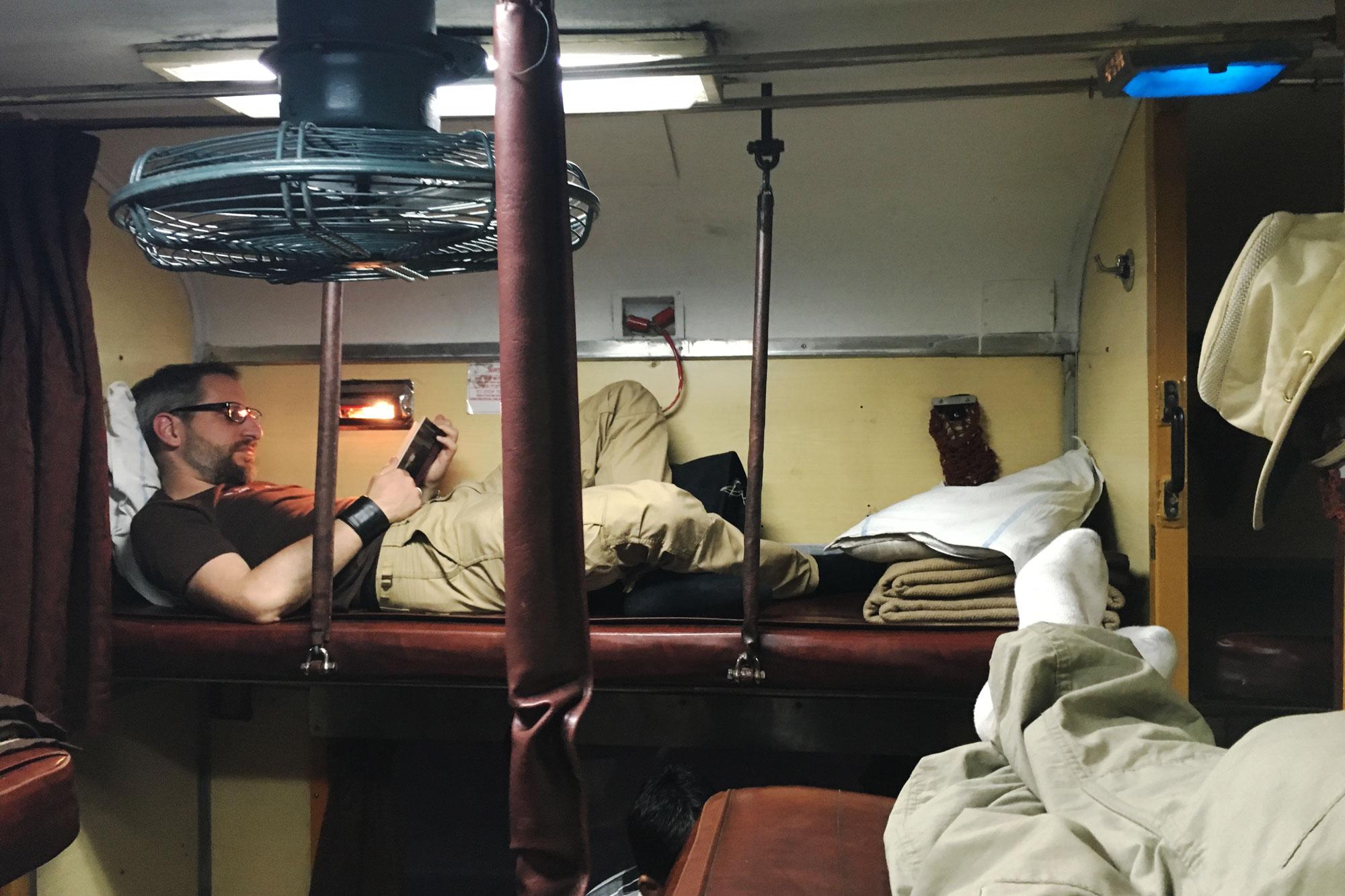 Im Nachtzug von Jaipur nach Chandigarh im 2-tier, Air Condition (AC2/2A). Foto: Matthieu Götz