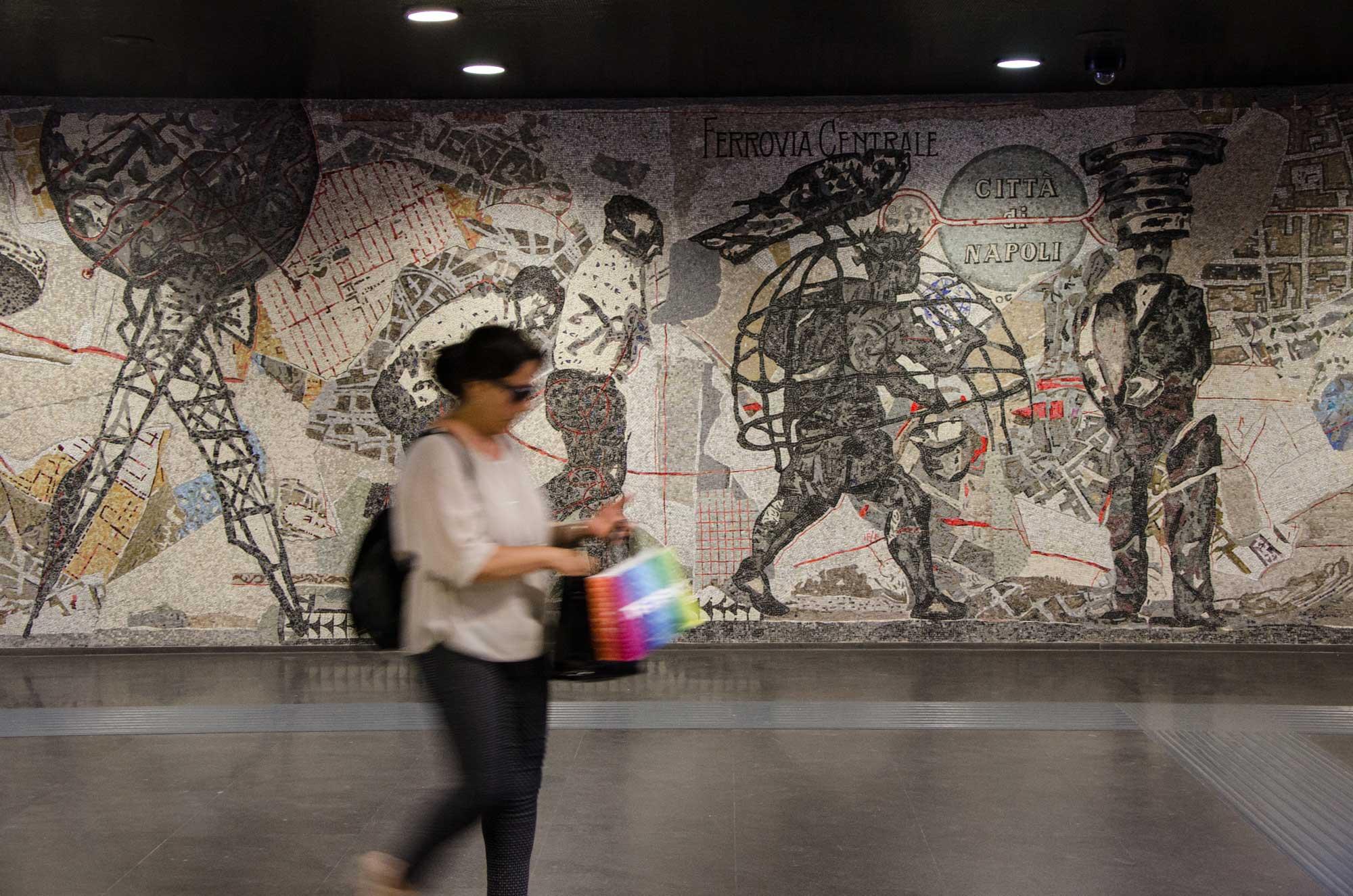 William Kentridge: Ferrovia Centrale per la città die Napoli, 1906 (Naples Procession) (2012). Metro Toledo, Neapel. Foto: Lothar Ruttner
